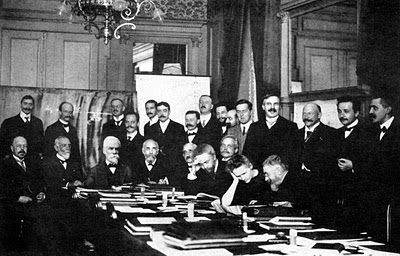 1911_Solvay_conference_600x2000